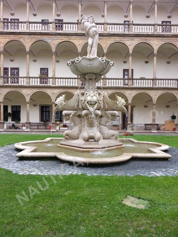Rekonstrukce vzácné Bakchovy fontány na nádvoří bučovického zámku.