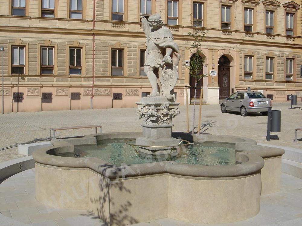 Rekonstrukce kašny sv. Václava na Václavském náměstí ve Znojmě.