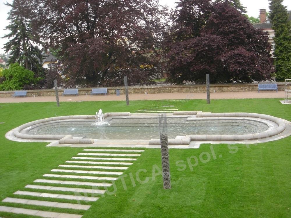 Vodní prvek v zámecké zahradě Valdštejnského zámku v Jičíně.