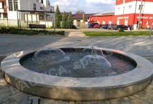 Vodní prvek je umístěn v centru obce Velký Týnec.