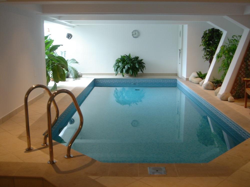 Skimmerový interiérový bazén 7x3 m