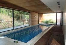 Skimmerový interiérový bazén 8,2x2,8 m