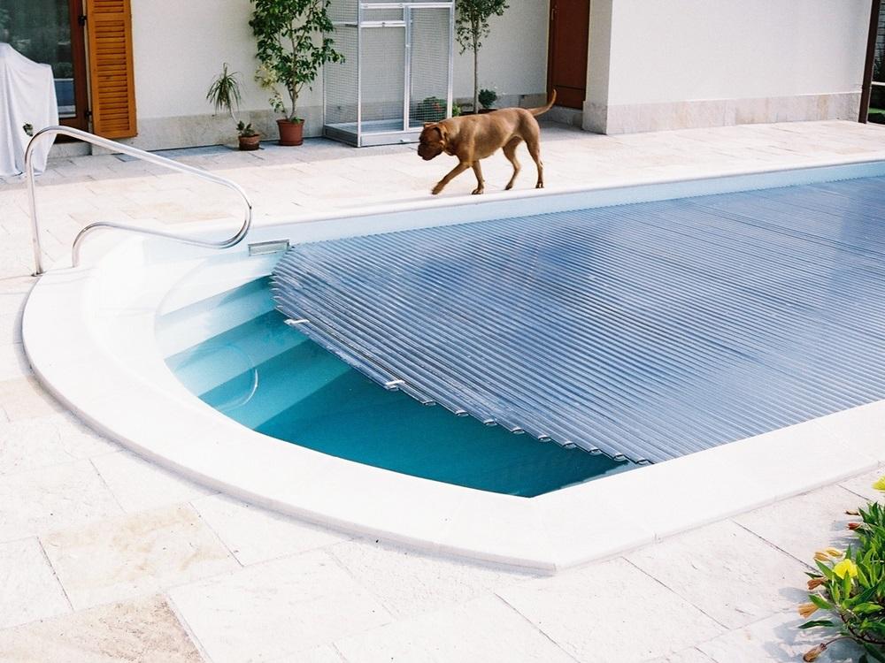 lamelové zakrytí vodní hladiny