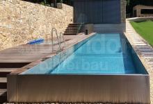 Přelivový nerezový venkovní bazén 8x4 m se čtvercovým whirlpoolem